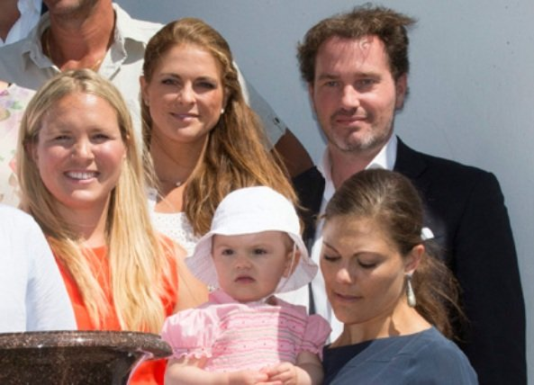 Crown Princess Victoria, Princess Estelle, Princess Madeleine and Chris O'Neill met with Victoria Scholarship winners