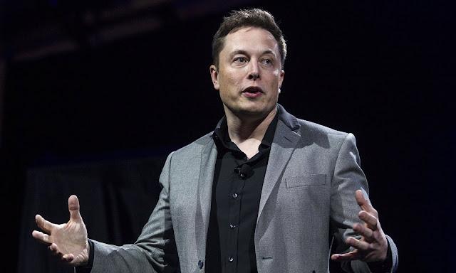 Elon Musk trong buổi giới thiệu về dự án cho biết rằng chi phí cho hoạt động của những vệ tinh này có thể tốn đến 10 tỷ USD. Hình ảnh: Ringo H.W. Chiu/AP.