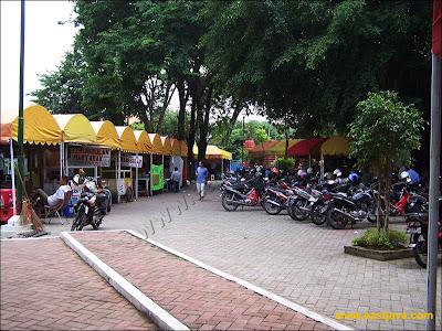 Kuliner di Taman Bungkul Surabaya