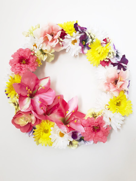 Decorate your home like a Mom Boss with this simple DIY spring floral wreath for Mother's day. You'll have your home looking beautiful enough to scare off the doldrums of winter once and for all.
