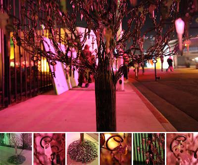 Arte contemporáneo con árbol y llaves