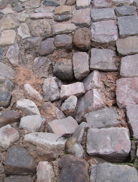 Resultado de imagem para imagens buracos na calçada tomar a dianteira 3