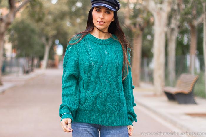 Influencer blogger valencia con look urban chic comodo estiloso idea como combinar jeans vaqueros palazzo acampanados flare con gorra marinera