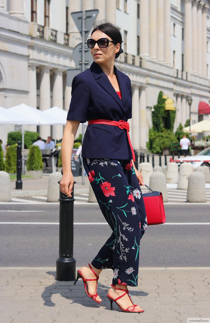 https://minimalissmo.blogspot.com/2017/07/spodnie-w-kwiaty.html