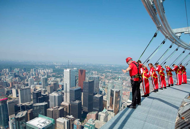 EdgeWalk na CN Tower em Toronto