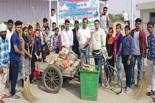 nehru-college-student-swachhta-abhiyan-in-village-chandawali-faridabad