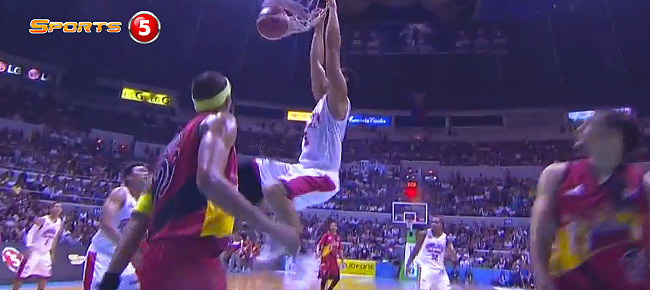 Sol Mercado Spectacular Pass to Japeth Aguilar for the Slam (VIDEO)