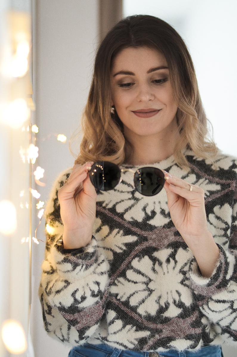 bokeh light effect in sunglasses winter outfit