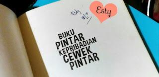 Estyyn. Buku pintar kepribadian cewek pintar. www.evadollzz.com