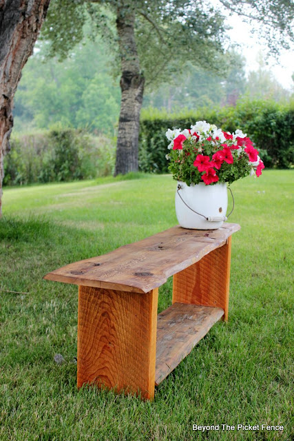 reclaimed wood, minwax, live edge, bench, barn wood, DIY, build it, http://bec4-beyondthepicketfence.blogspot.com/2015/08/live-edge-reclaimed-wood-bench.html
