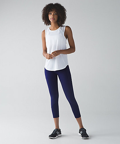 lululemon hero-blue-pace-all-the-right-places