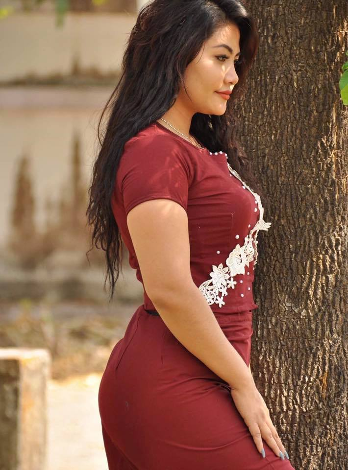 Model May Pan Chee Wearing Myanmar Outfit Looks Like Confidience Woman