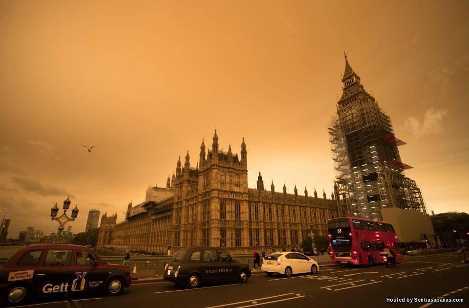 Langit London Kuning