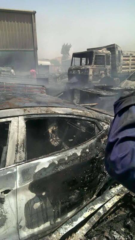 رجل يحرق عربته بجمارك وادي حلفا بسبب استياءه من الحكومه السودانية