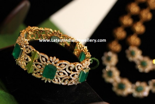 Grand Diamond Emerald Bangle
