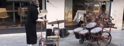 Asi hace musica este Artista callejero