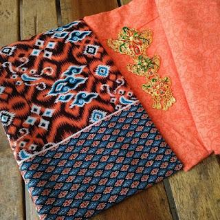 Kain Batik dan Embos 148 E Mega Mendung Orange