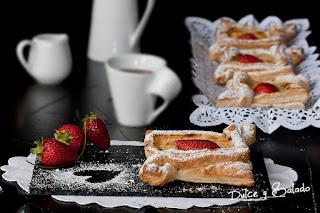 Hojaldre (cuadraditos) Rellenos de Crema Pastelera y Fresas