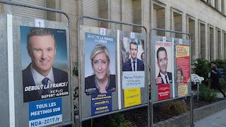 Emmanuel Macron oder Marine Le Pen Polster Wahlkampagne