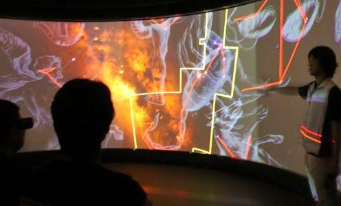 WWT+at+miraikan WWT(World Wide Telescope) membawa astronomi pada kehidupan anak-anak dan juga semua usia