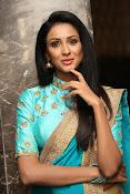Priyashri sizzling at Majnu audio-thumbnail-14