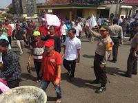 Kapolres Pimpin Pengamanan Unras Kades Se-Lampung Utara