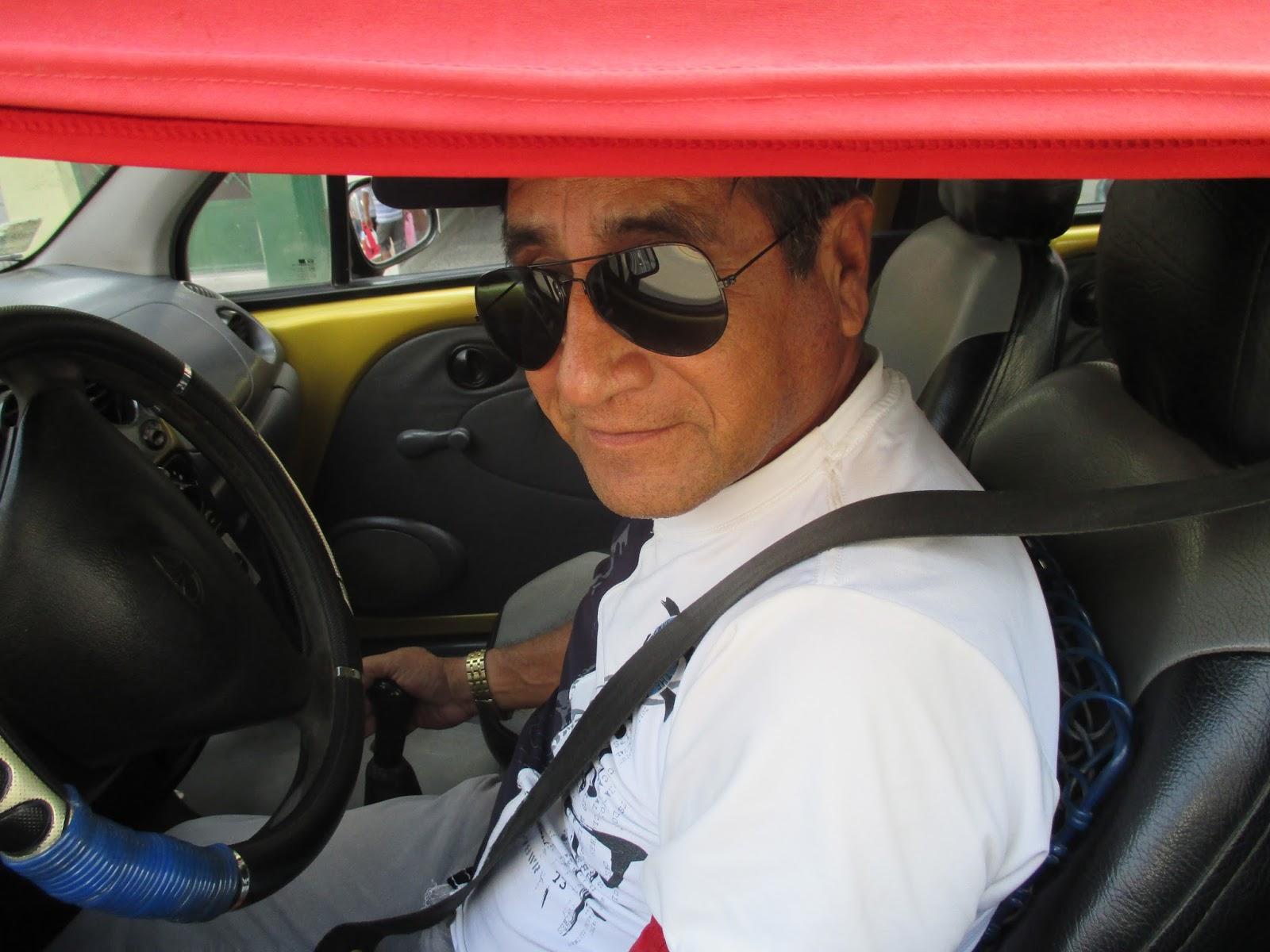 cd23b86a31 Aquí en la imagen, observamos a José Eduardo muy contento iniciando la  jornada diaria del trabajo que le espera durante todo el día, está con  lentes oscuros ...
