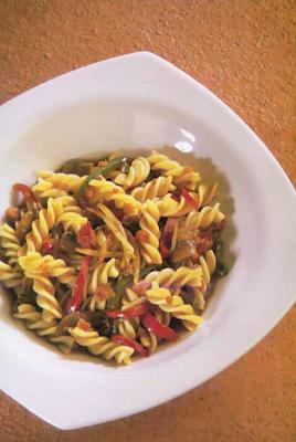 Thermomix cocina: Fusilis con salsa de soja y verduritas