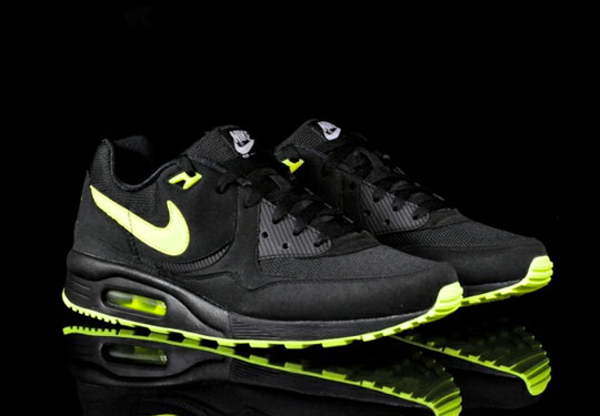 taille 40 4be42 4d97d Nike Air Max Light Black/Volt | Sneakers Airports