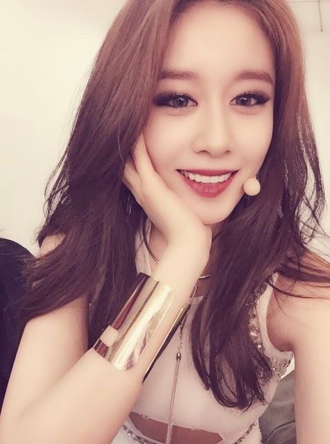 T-ara's JiYeon and HyoMin posed for gorgeous SelCa ...