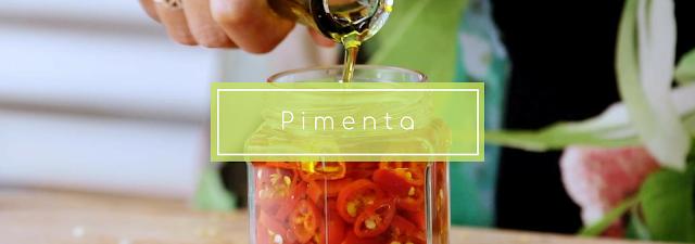 A conserva de pimentas em vinagre é um meio extremamente eficaz e flexível para que você possa conservar suas pimentas por mais tempo.
