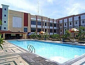 Kolam renang Hotel Karlita Tegal