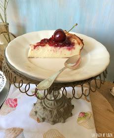 porción-de-tarta-ricotta-y-cerezas