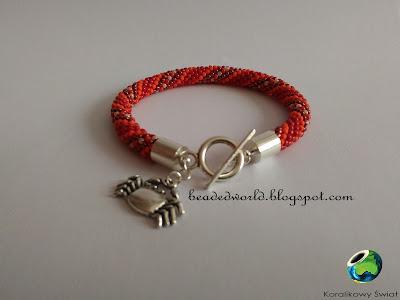 czerwona bransoletka