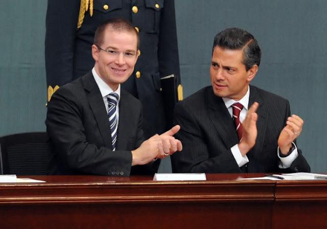 Anaya y Peña Nieto, escritorios