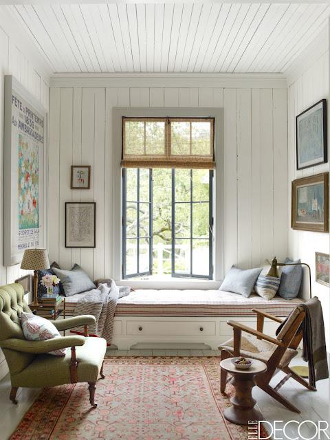 Skandinavisch oder amerikanisch? Holzhaus in Kalifornien im Vintage Design eingerichtet: Leseecke