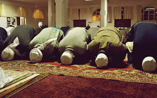 Hukum shalat tarawih super cepat