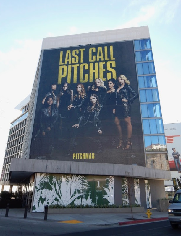 Giant Pitch Perfect 3 Farewell Tour billboard