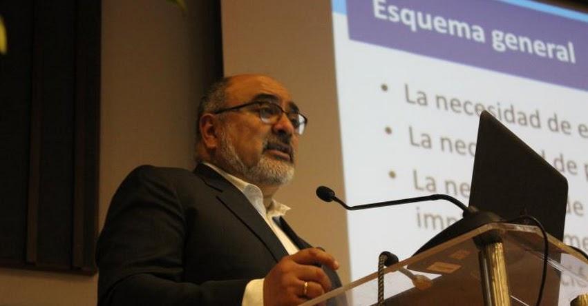 Debemos romper con el aislamiento y la atomización en la educación, sostiene César Guadalupe, presidente del Consejo Nacional de Educación - CNE - www.cne.gob.pe