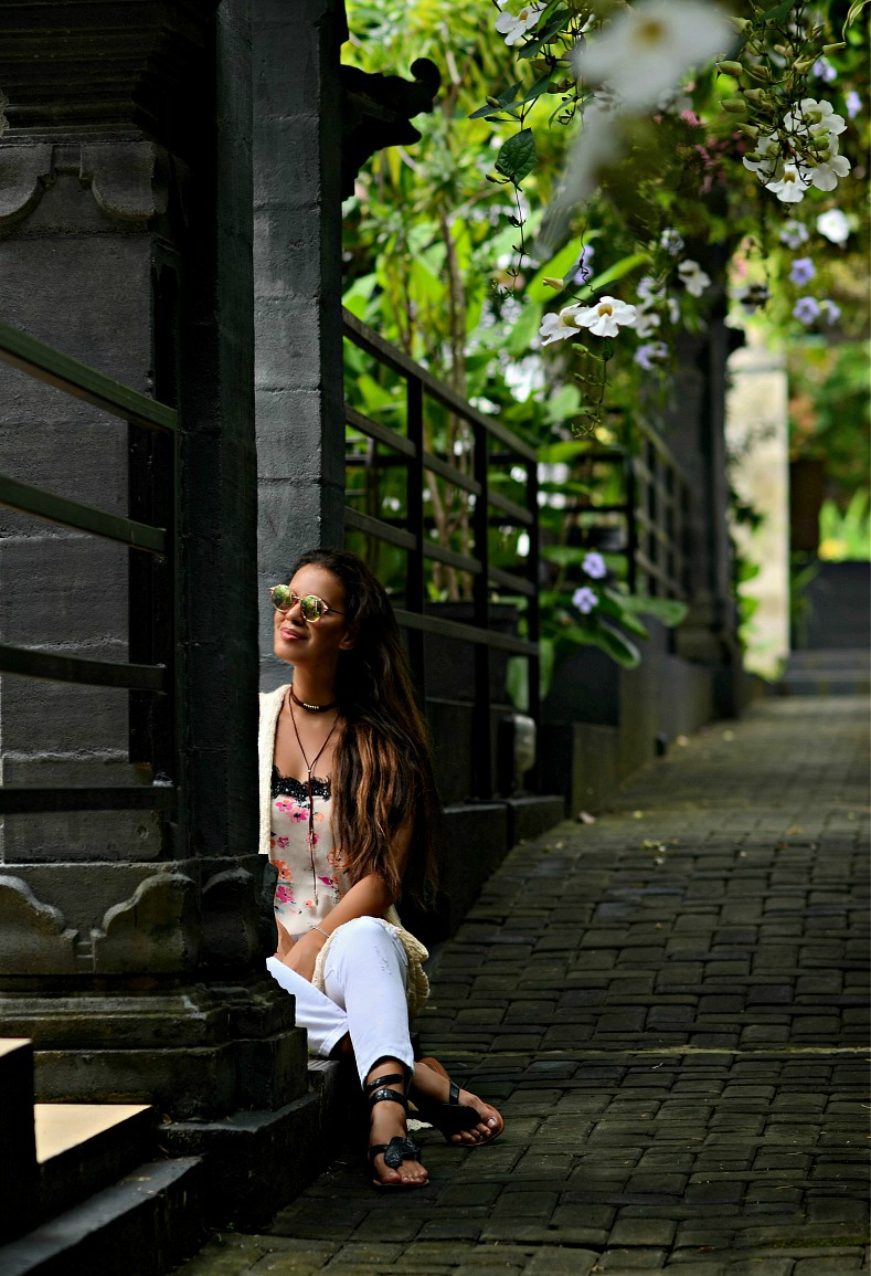 Floral top, White distressed denim jeans, Tamara Chloé, Bali, Aqua Octaviana Bali Villa, Indonesia, How to look cool wearing floral print