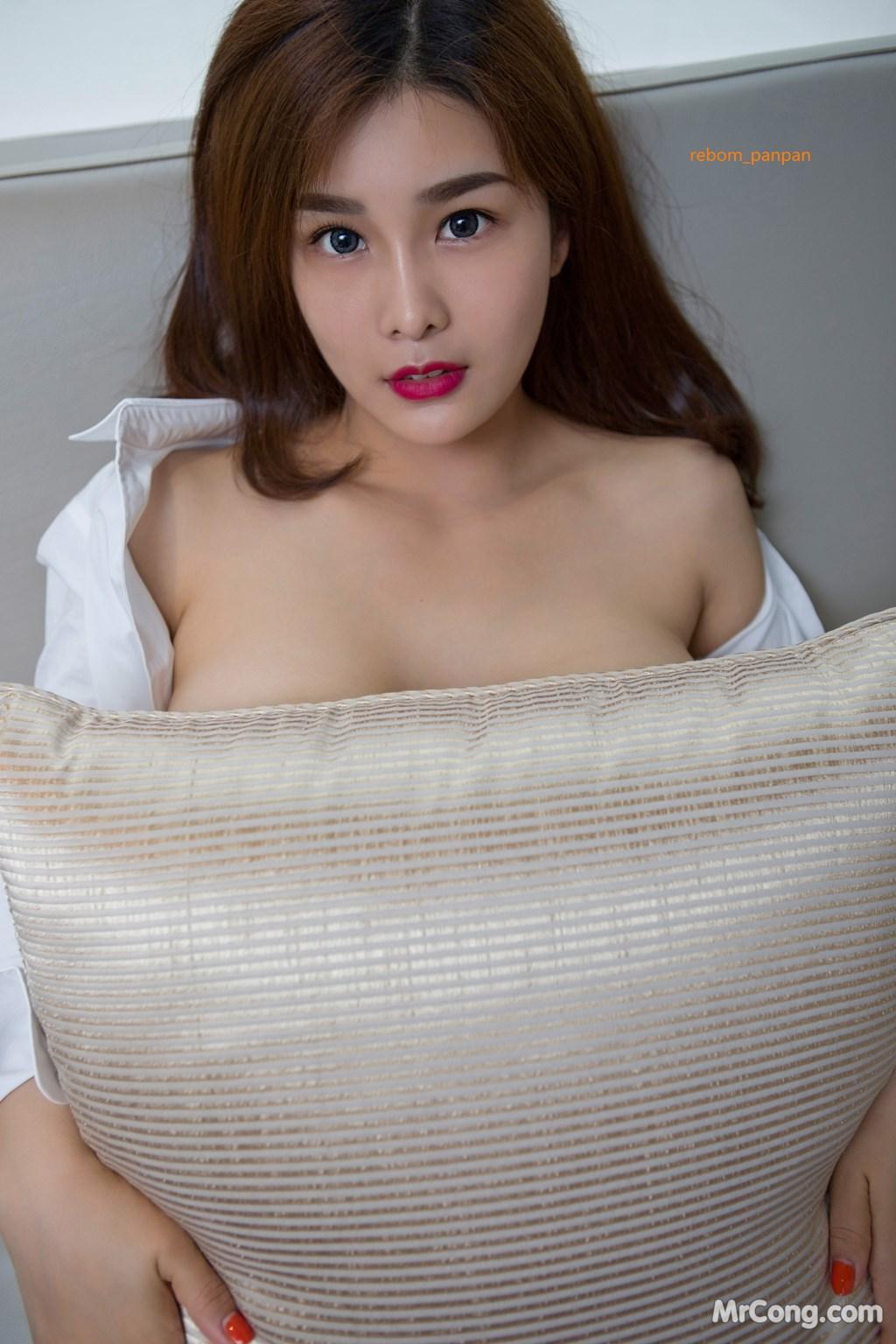 Image Yan-Pan-Pan-Part-4-MrCong.com-024 in post Người đẹp Yan Pan Pan (闫盼盼) hờ hững khoe vòng một trên giường ngủ (40 ảnh)