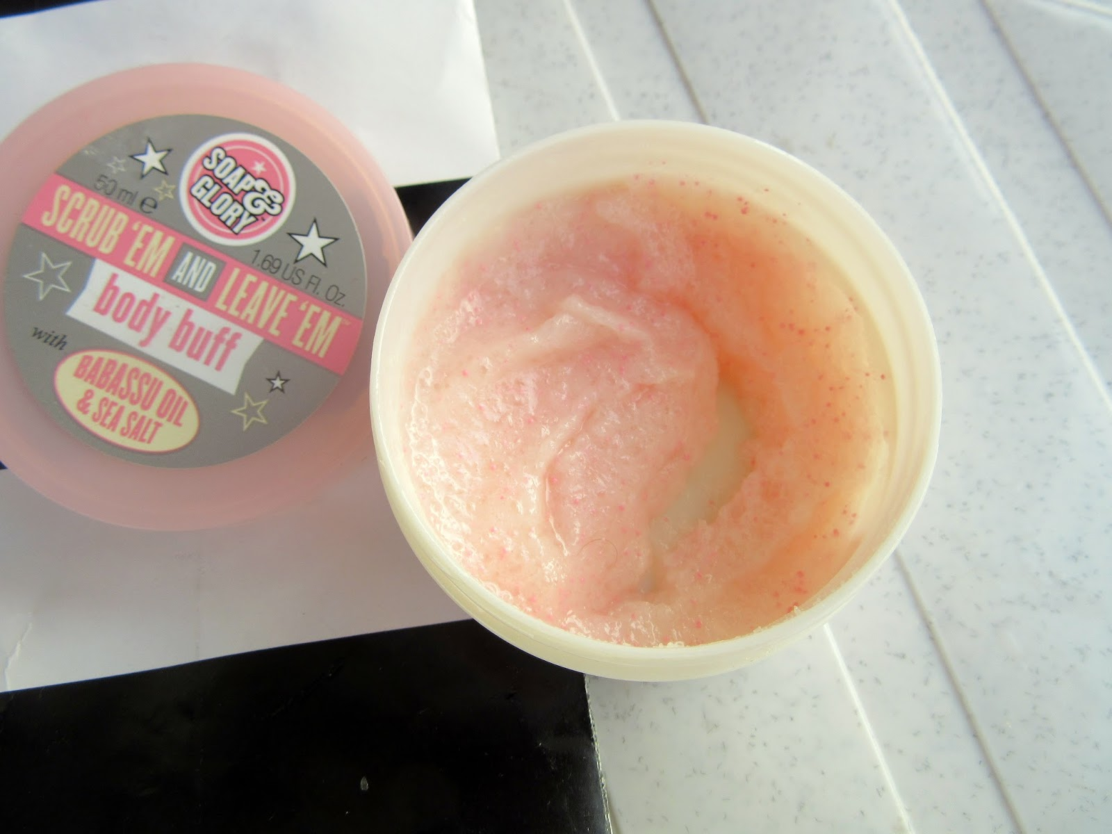 Soap & Glory SCRUB 'EM AND LEAVE 'EM Body Buff Review