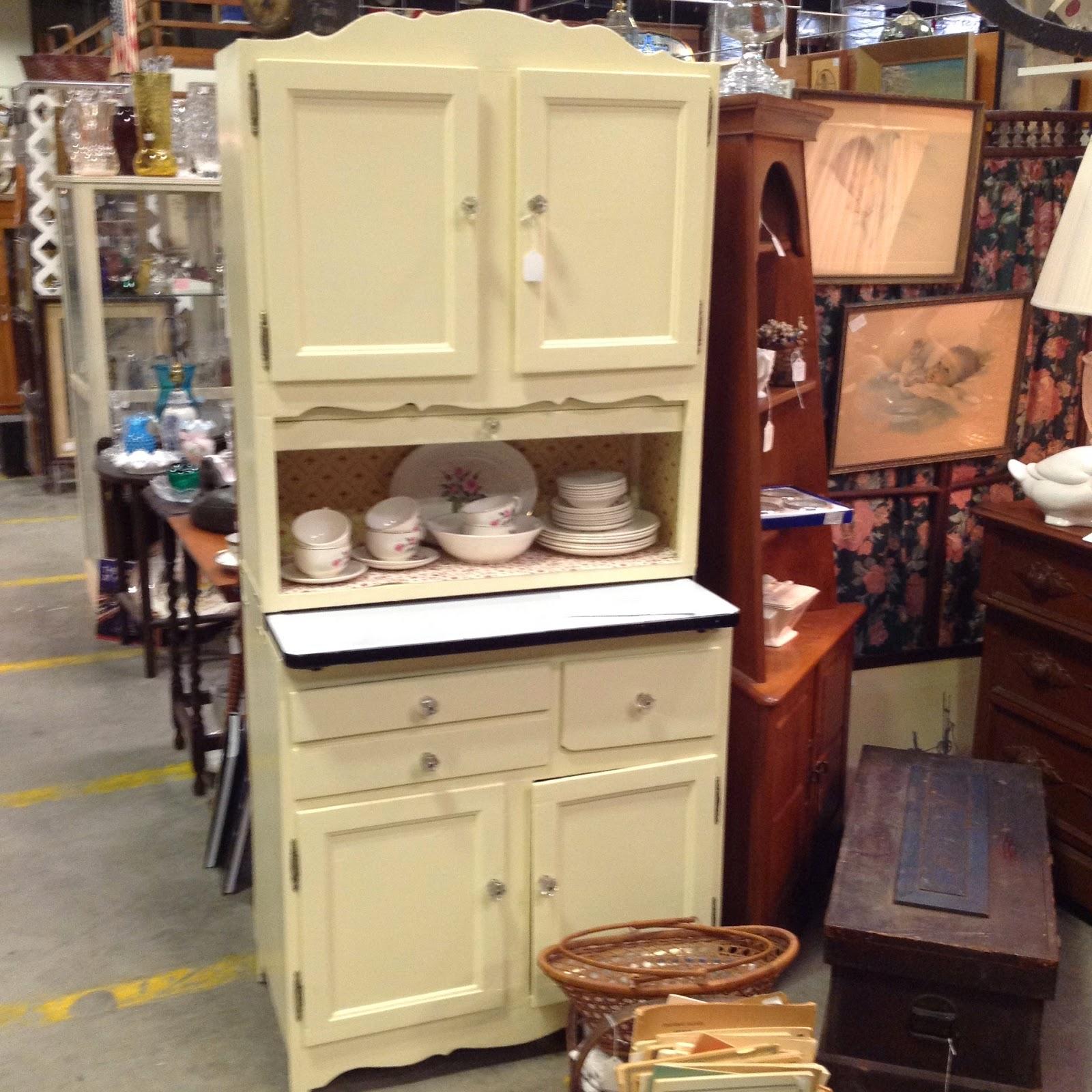Hoosier Kitchen Cabinet: Kitsch 'n Stuff: Old Style Hoosier