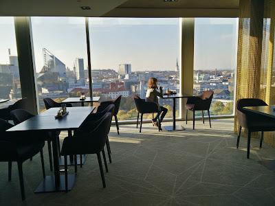 Hilton Tallinn Park Executive Lounge, tables and view