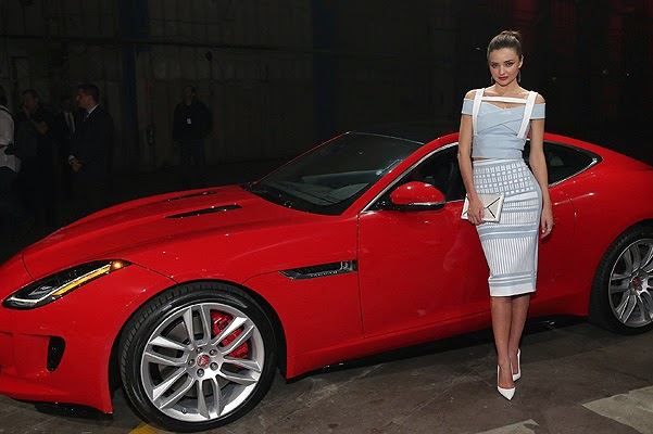Miranda Kerr and other stars on the car presentation