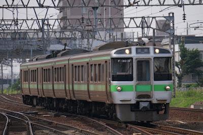 白石駅へ到着する千歳線721系