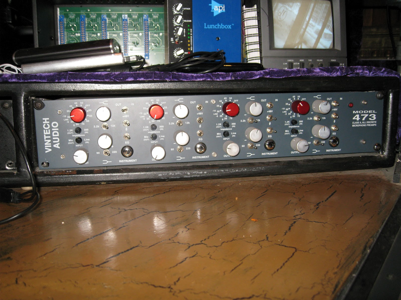 vintech vintech 473 mic preamp preamp microphone preamp an equalizer  [ 1600 x 1200 Pixel ]