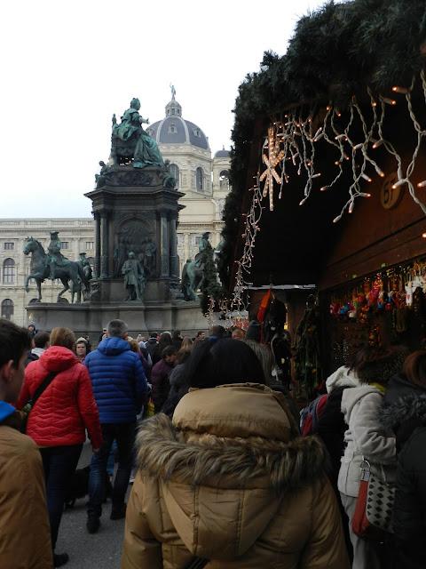 Weihnachtsdorf Maria Theresienplatz