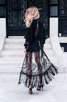 Must have w Twojej szafie czarna koronkowa spódnica