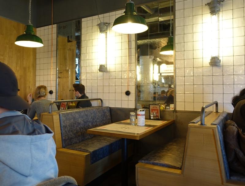 Jamie's Diner Rotterdam bench booths